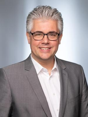 Patrick Dümmler, Sekretär/in